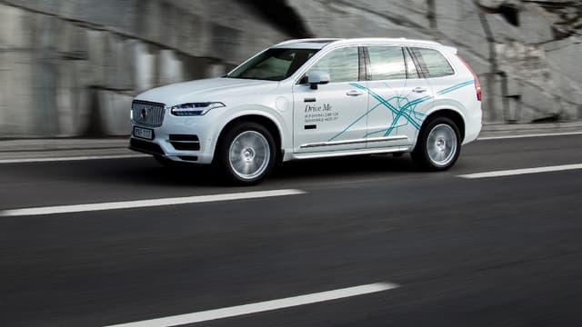 Un véhicule autonome Volvo effectuant ses tests routiers (image d'illustration)