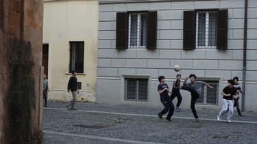 Le gouvernement italien, qui pique du nez dans les sondages et est miné par des divisions, dévoile ce mercredi son plan de lutte contre le chômage des jeunes, un fléau qui provoque la colère de l'opinion publique et touche près de 40% de la jeunesse. Le g