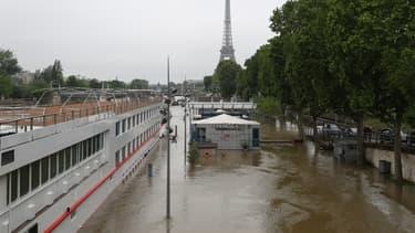 Le niveau de la Seine continue de monter.