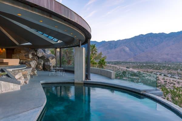 Une piscine qui offre une vue époustouflante sur les monts San Jacinto et San Gorgonio.