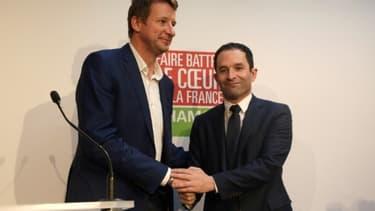 Yannick Jadot et Benoît Hamon à Paris, le 26 février 2017, quelques jours après la ralliement du candidat EELV à celui du PS