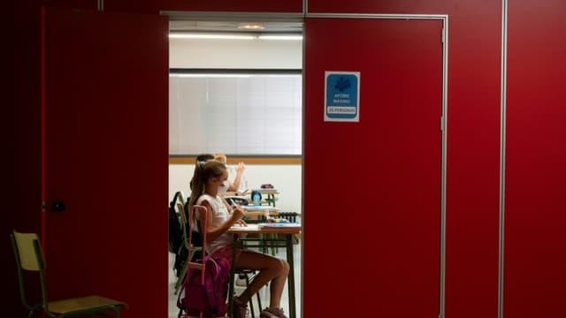 Des élèves portant des masques dans une salle de classe à Valence, en Espagne, le 7 septembre 2020 (photo d'illustration)