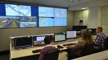 A São Paulo, un centre de commande opérationnel surveille les 6 500 kms d'autoroute du Brésil. Grâce à des capteurs météorologiques, de vitesse, de géolocalisation, au traitement des appels d'urgence… ce centre peut envoyer plus rapidement les premiers secours en cas d'incident.