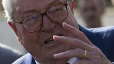 Jean-Marie Le Pen, exclu du FN, n'a pas décidé de baisser les bras.