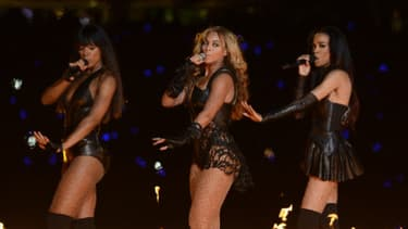 La chanteuse Beyoncé (au centre) avec les Destiny's Child reformées, sur la scène du Superdrome le 3 février à la Nouvelle Orléans.