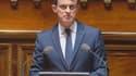 """Manuel Valls a """"profondément regretté"""" mercredi que le Sénat prenne le """"contre-pied du consensus"""" sur l'inscription de la déchéance de nationalité dans la Constitution."""