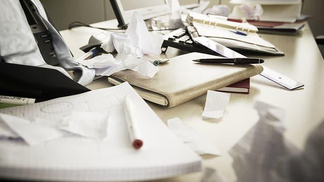 Quand la paperasse s'amasse, certains procrastinateurs obsessionnels préfèrent tourner les talons.