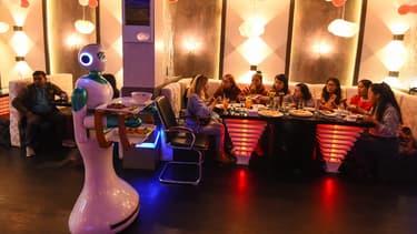 Ginger est  capable de détecter les mouvements et les obstacles dans le restaurant bondé, portant des plateaux chargés de nourriture.