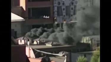 Bolivie: à La Paz, un épais nuage de fumée s'échappe d'un crématorium