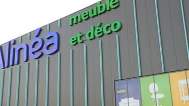 """L'offre des actuels actionnaires de l'entreprise dirigée par Alexis Mulliez, dont la famille détient le groupe Auchan, """"garderait neuf des 26 magasins"""" en France"""
