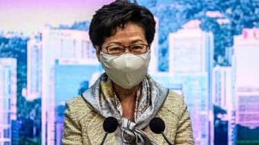 La cheffe de l'exécutif à Hong Kong, Carrie Lam lors d'une conférence de presse à Hong Kong, , le 30 juin 2020.