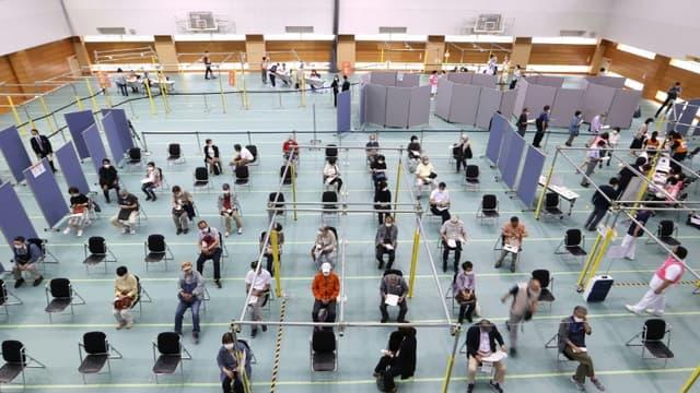 Un centre de vaccination de masse contre le Covid-19, le 24 mai 2021 à Toyoake, au Japon (photo d'illustration)