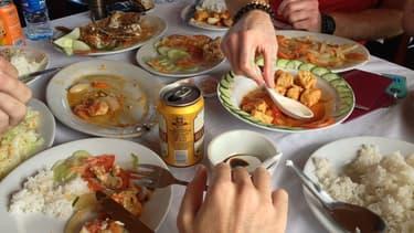 Les particuliers comme les restaurateurs jettent trop de nourriture   dans les poubelles.