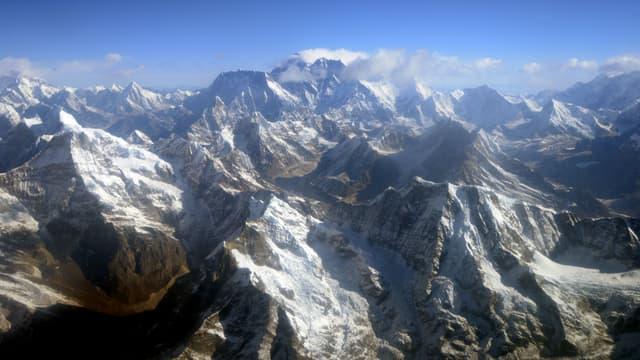L'Everest dans la chaîne de montagnes de l'Himalaya