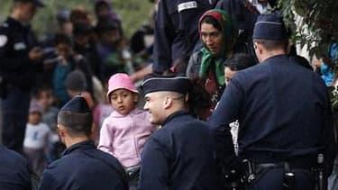 Démantèlement d'un camp illégal de Roms à Mons-en-Baroeul, près de Lille, à la fin du mois d'août. La politique d'expulsion des Roms que mène le gouvernement français place l'Union européenne face à un dilemme entre sa volonté de donner davantage de marge