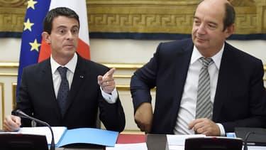 Manuel Valls, en compagnie de son désormais ex-directeur adjoint de cabinet.