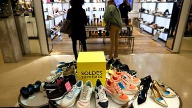 Selon l'Alliance du commerce, les enseignes du textile-habillement commencent l'année 2021 dans la crise. Le chiffre d'affaires moyen recule de 20% et la fréquentation de 40%.