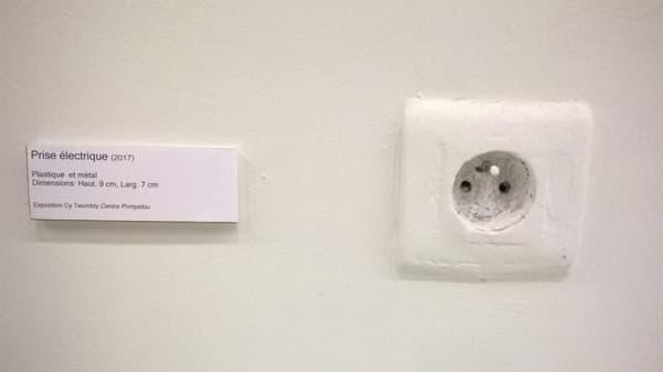 Une prise électrique devient une oeuvre d'art avec Cyprien Desrez.