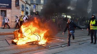 Des violences ont éclaté en fin de cortège, ce samedi, lors de la manifestation des gilets jaunes à Bordeaux
