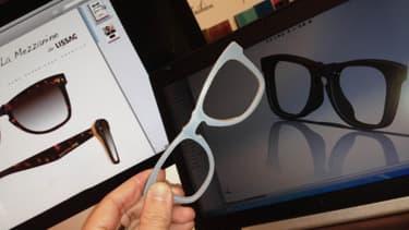 Dans l'atelier de Clamart, des artisans de Lissac fabriquent des lunettes sur mesure à partir de 520 euros.