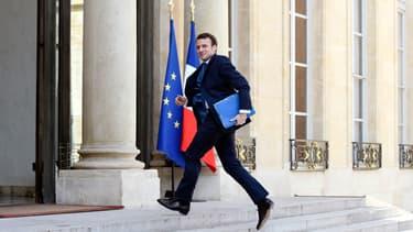 """Emmanuel Macron affirme que """"l'Etat accompagne ce projet de rapprochement""""."""