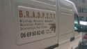 """Cet ancien cadre d'une enseigne de bricolage sillonne les rues des Pyrénées-Orientales avec sa camionnette """"de star""""."""