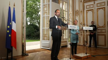 Édouard Philippe et Élisabeth Borne en conférence de presse ce vendredi.