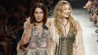 Bella et Gigi Hadid au défilé Anna Sui lors de la Fashion Week de New-York