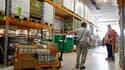 Dans un entrepôt de la Banque alimentaire à Strasbourg. La classe politique française et les associations d'aide alimentaire se sont mobilisées mardi pour éviter la suppression des subventions européennes aux plus démunis, voulue par des pays du nord de l
