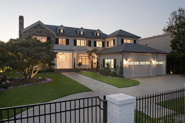 Le basketteur américain LeBron James a acquis une villa à Los Angeles pour 20 millions de dollars.