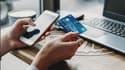 Via leur application mobile, les clients de La Banque Postale peuvent piloter en temps réel leur carte bancaire avec leur smartphone, à toute heure du jour et de la nuit.
