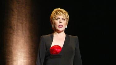 Sylvie Joly sur la scène du Palais Royal à Paris en 2002.