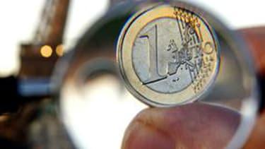 l'économie française devrait ralentir fortement cette année, avec une croissance limitée à 0,4%, après 1,7% l'an dernier.