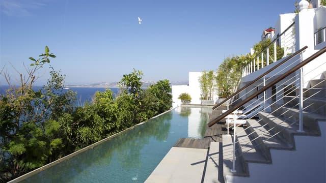 Cette villa en front de mer a subi d'importants travaux de rénovation.
