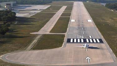La suppression des points de passage frontaliers en France sur les petites aéroports privés implique l'arrêt du trafic de l'aviation d'affaires en provenance ou à destination des pays hors Schengen.