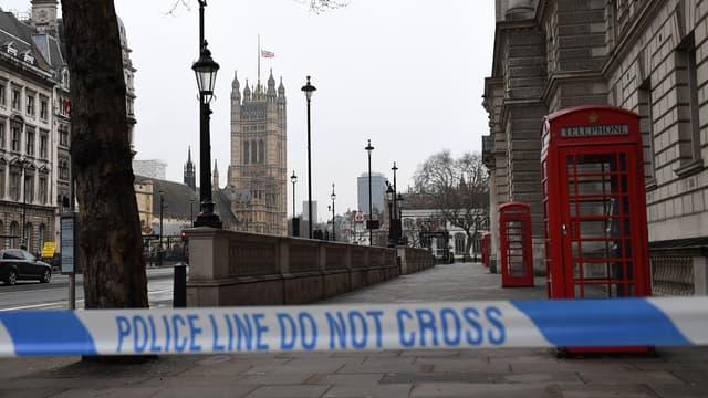 Les abords du Parlement de Westminster à Londres, le 23 mars, au lendemain de l'attaque.