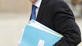 Le ministre de l'Immigration Eric Besson, partisan de l'interdiction totale de la burqa en France, a présenté en Conseil des ministres son projet de loi sur l'immigration et la nationalité, le sixième depuis 2002. Ce texte modifie le code de l'entrée et d