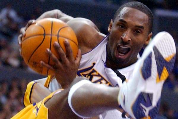 Kobe Bryant sous le maillot des Lakers en décembre 2002