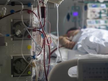 Un patient atteint du Covid-19 dans un hôpital de Wuhan, en Chine, le 19 mars 2020.