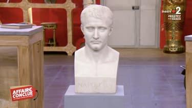 Le buste de Napoléon dans Affaire Conclue