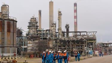 La société égyptienne Arabiyya Lel Istithmaraat a décidé de retirer son offre pour la reprise de la raffinerie Petroplus de Petit-Couronne, en Seine-Maritime. Parmi les cinq candidats à la reprise du site, les sociétés suisse Terrae et libyenne Murzuq Oil