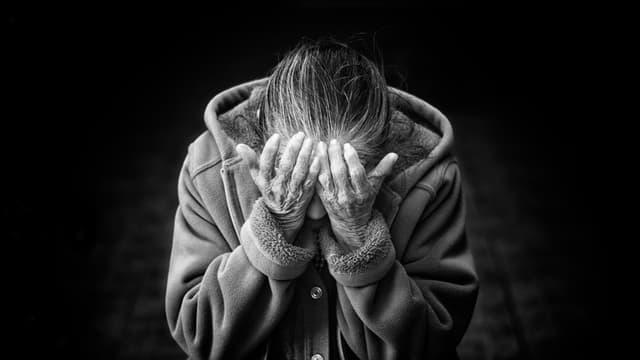 En France, 26 femmes de plus de 70 ans ont été tuées sous les coups de leur partenaire en 2017 (PHOTO D'ILLUSTRATION).