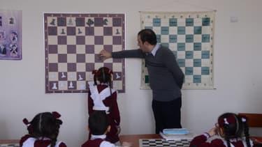 Cours de jeu d'échecs en Arménie.