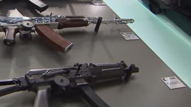 Le magasin qui vient d'ouvrir à l'aéroport de Moscou est le tout premier point de vente de produits dérivés du fabricant historique russe d'armes à feu.
