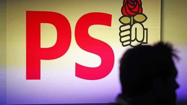 Le Parti socialiste s'efforce lors de son 76e congrès qui s'est ouvert vendredi à Toulouse de faire bloc derrière l'exécutif, accusé par l'opposition de multiplier les couacs et de mener une politique fiscale aggravant la crise. /Photo prise le 25 août 20