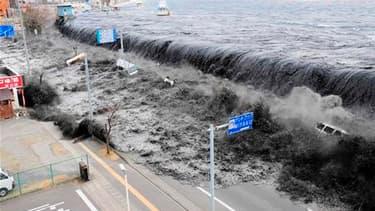 A Miyako City, dans la préfecture d'Iwate. Le bilan du séisme et du tsunami survenus vendredi au Japon pourrait atteindre 10.000 morts, annonce dimanche la télévision publique NHK, citant la police. /Photo prise le 11 mars 2011/REUTERS/Mainichi Shimbun