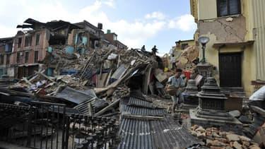 Le bilan humain définitif du séisme pourrait atteindre les 10.000 victimes.