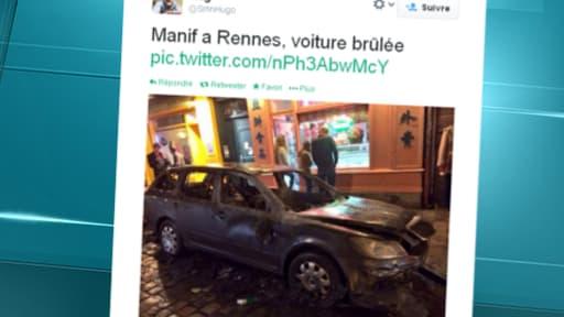 Une photo d'une voiture incendiée, postée sur Twitter.