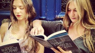 Vanessa Gustaw, 27 ans, et Ornella Caddoux, 24 ans, dirigent la maison d'édition Bleu pétrole, qui a publié à ce jour trois livres.