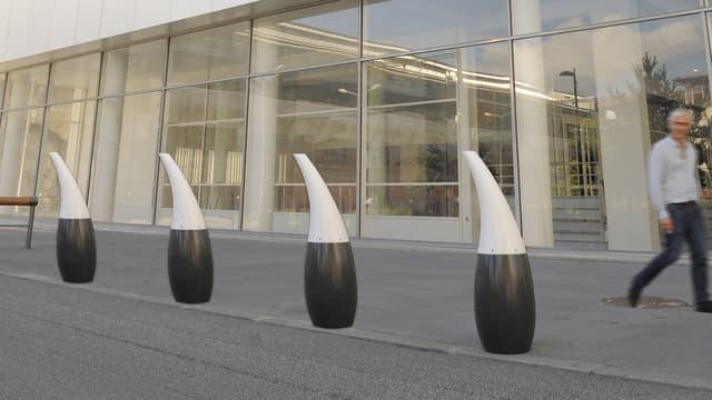 La borne Miss Hyde a ainsi un aspect sculptural, tout en étant capable d'arrêter un véhicule de 1,5 tonne lancé à 50 km/h.